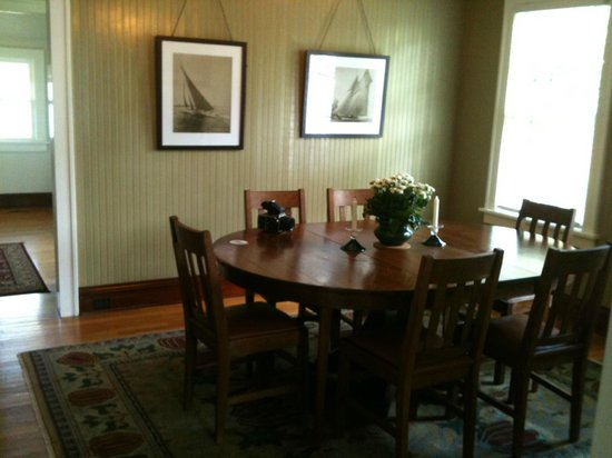 Roanoke Island Inn: Croatan Cottage - dinning room