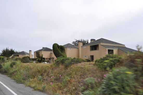 Bodega Coast Inn & Suites: from highway