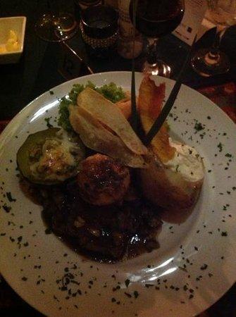 Luigi's Restaurant: Dinner is served