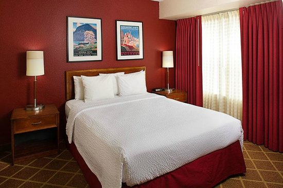 Residence Inn Richmond Northwest/Short Pump : Guest Room Suite Bedroom