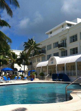 The Savoy Hotel & Beach Club: Pool and Hotel