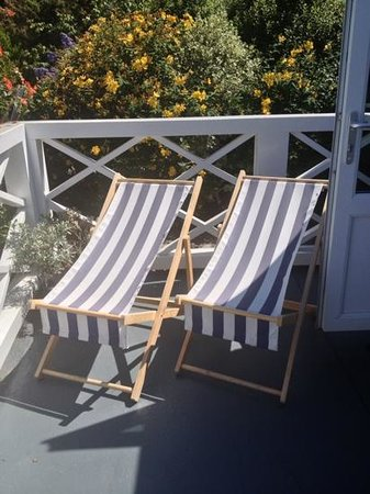 Cary Arms & Spa: Deck Chairs for an afternoon nap!