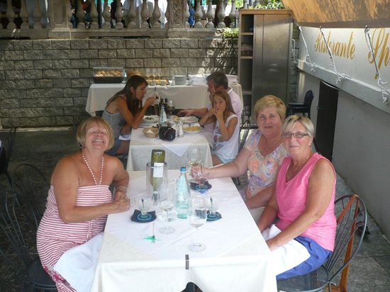Hotel Excelsior Splendide : Three of us enjoying our lunch at Hotel Splendide overlooking Lake Como