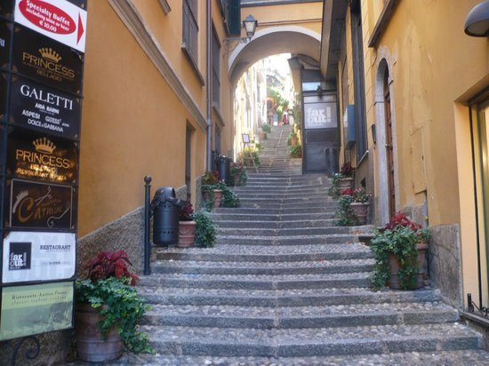 Hotel Excelsior Splendide : One of Bellagio's charming little alleyways