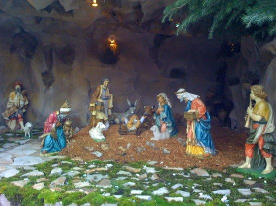Nuestra Señora de Harissa: Christmas groto at Harissa