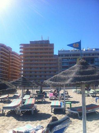 Apartamentos La Jabega: vanaf het strand