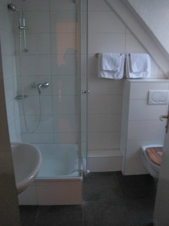 Hotel Monaco : Room 606 bathroom