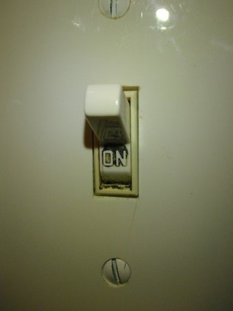 Seashell Beach Resort: The filthy light switch in bathroom
