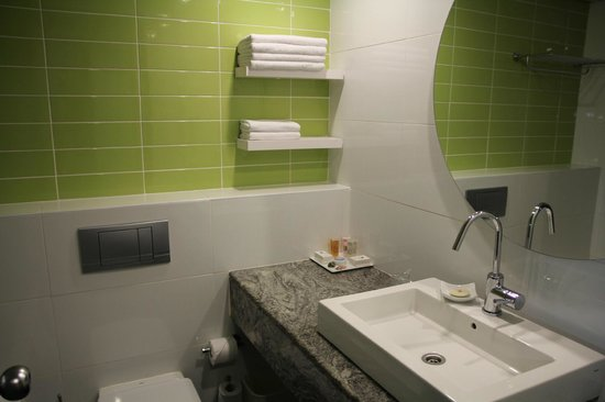 The Lusky – Great Small Hotel: The bathroom (room 303)