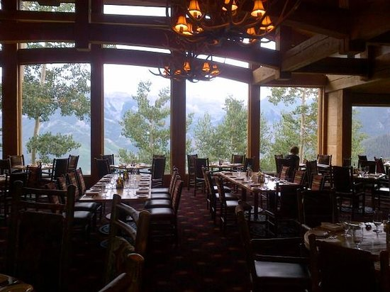 Allred's Restaurant: Dining room with a view