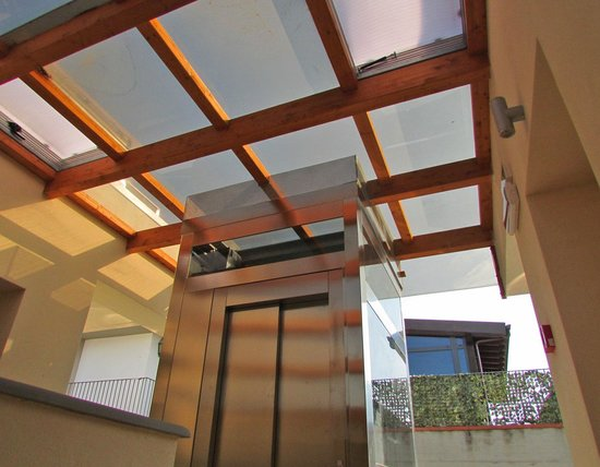 Hotel La Villetta: New lift and open-air, atrium entry to rooms