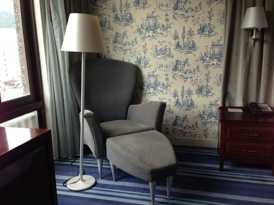 Grand Victoria Hotel : reading chair
