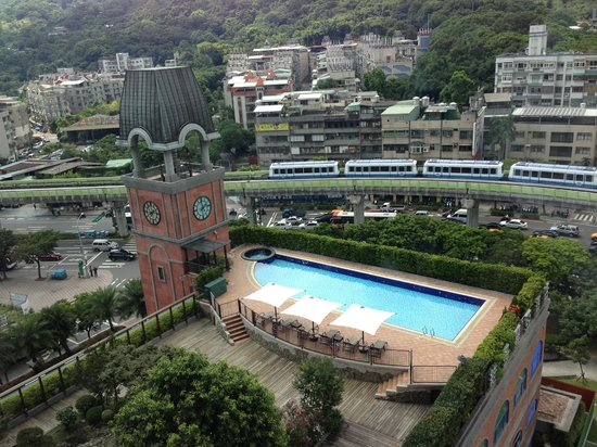 Grand Victoria Hotel : view outside the room - pool and MRT (subway)
