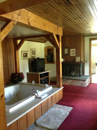 Crescent Lodge & Country Inn: Interior of Edgewood
