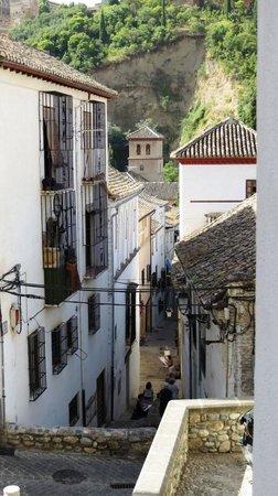 Alhambra Apartamentos Turisticos : Rue Zafra et artistes peintres,face à l'hôtel.