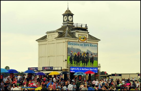 York Racecourse : York races.