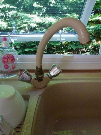 Camping Le Bordeneo : Un robinet qui a vu des jours meilleurs ... à remplacer