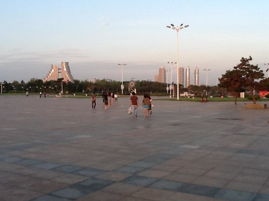 Rizhao Beach Area : Clean and tidy beach pavements