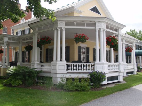 Front of Inn at Montpelier