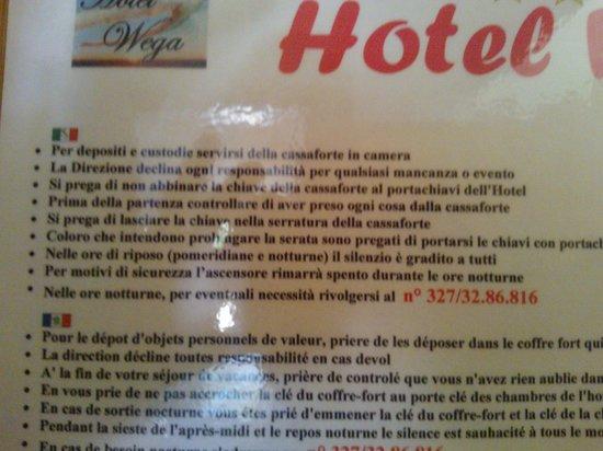 Hotel Wega : cartello con indicazioni fasulle