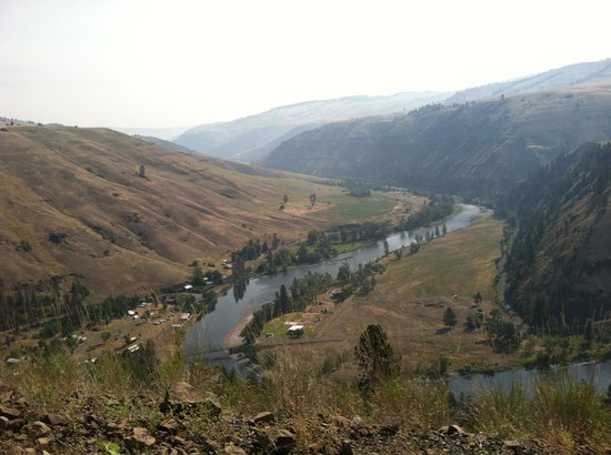 Troy Resort: Troy & the Grande Ronde river from road above