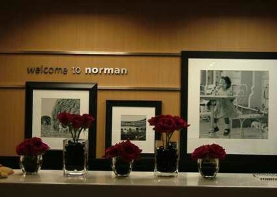 Hampton Inn Norman: Front Desk