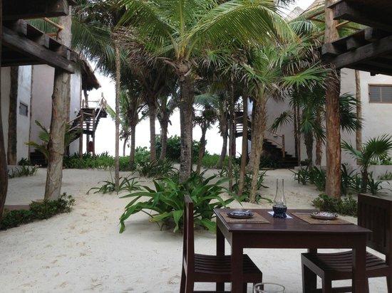 Encantada Tulum: Looking toward the beach from the restuarant