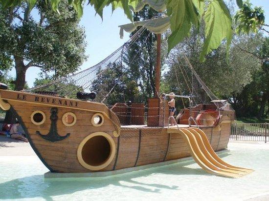 bateau pirate picture of camping le sagittaire vinsobres tripadvisor. Black Bedroom Furniture Sets. Home Design Ideas