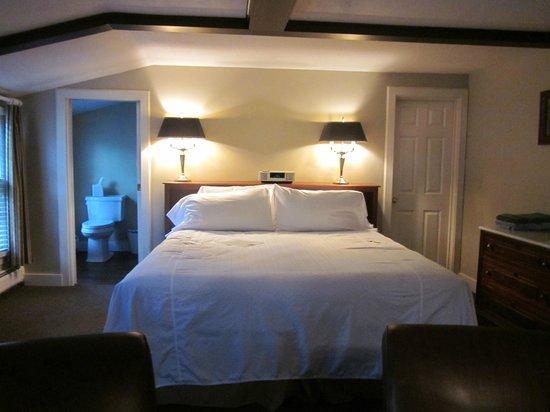 Kedron Valley Inn: Huge and very clean room!
