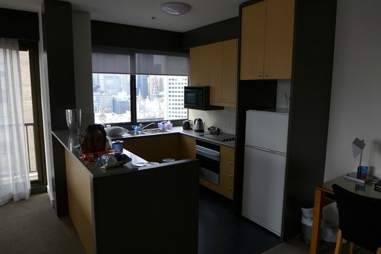 Adina Apartment Hotel Melbourne: kitchen of regular 3-bedroom