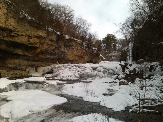 Willow River State Park: Frozen Willow River Falls