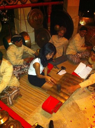 Amanjiwo Resorts: selamatan dinner in dalem jiwo suite