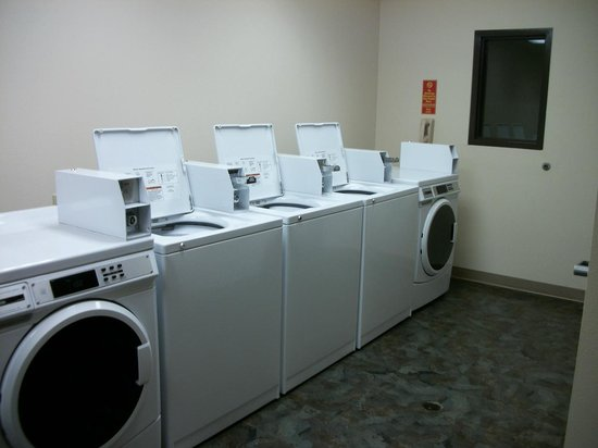 Howard Johnson Saint Robert Near Fort Leonard Wood: 24 hour on site Laundry room