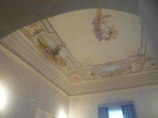 De Stefano Palace Luxury Hotel : salon avec très beau plafond