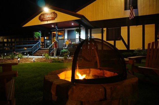 Hillwinds Lodge: Fire Pit and Main Building