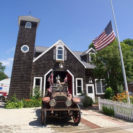 Jamestown, RI: JFD Memorial Museum w/ 1925 LaFrance pumper