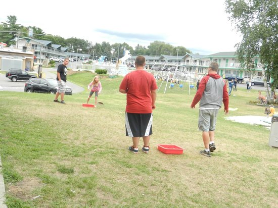 Shamrock Motel Resort & Suites: Our family's washer tournament!