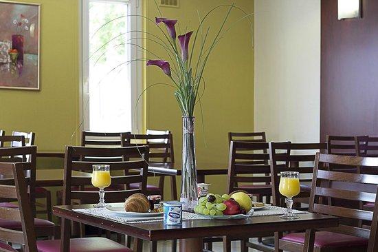 Kyriad Hotel Les 4 Pavillons - Bordeaux Lormont: breakfast