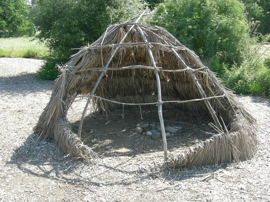 Maidu Interpretive Center Museum: re-constructed hut