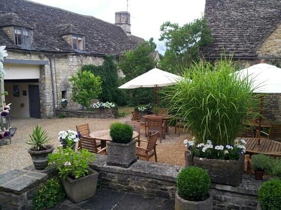 The Lamb Inn : Courtyard