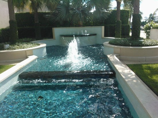Outside fountains picture of the gardens mall palm beach gardens tripadvisor for The fountains palm beach gardens