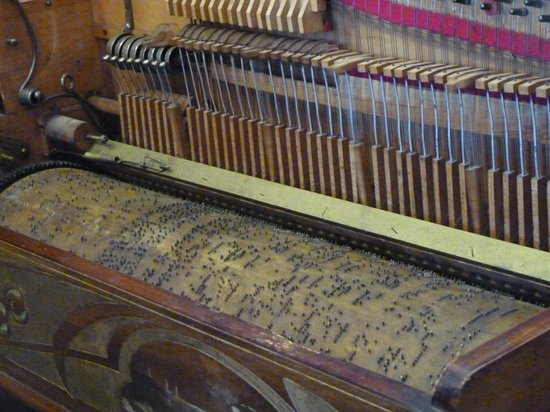 Oingt, فرنسا: piano mecanique