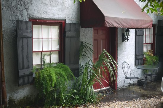 1837 Bed and Breakfast: Outside of Carriage House Rm 2