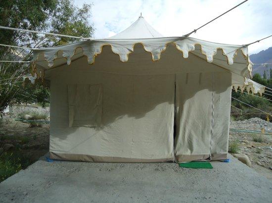 Apple Nubra Cottage: Opening of Tent