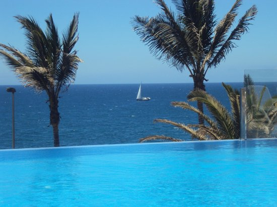ClubHotel Riu Gran Canaria: view from infinity pool