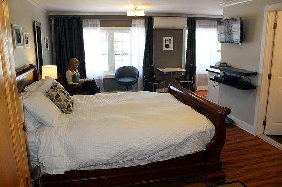 Merrickville Guest Suites: Sunset Suite (#1) Window View