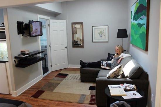 Merrickville Guest Suites: Sunrise Suite (#2) Sitting Area