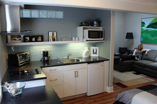 Merrickville Guest Suites: Sunrise Suite (#2) Kitchen View