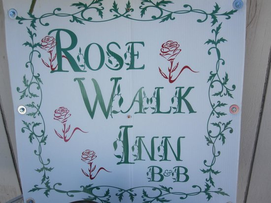 Rose Walk Inn Bed and Breakfast: Türschild