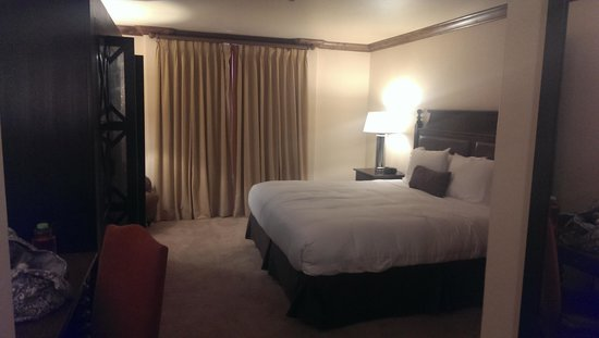 The Sebastian - Vail: The king room
